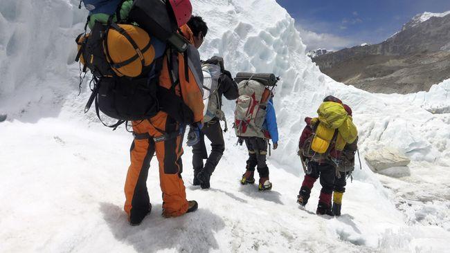 Nasib sial Pendaki Gunung Everest, Mau pulang tidak ada Pesawat